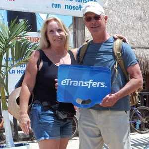Fotografía de un cliente de eTransfers que reservó un servicio de transportación desde el Aeropuerto de Cancun